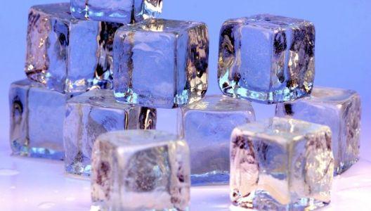 Kostky ledu již nikdy nebudou nudné - přidejte do nich lístky bylinek