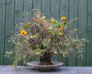 Správně uvázaná kytice do spirály by měla sama stát